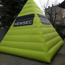 Inflatable pyramid Newsec
