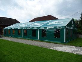 Zelte und Hallen