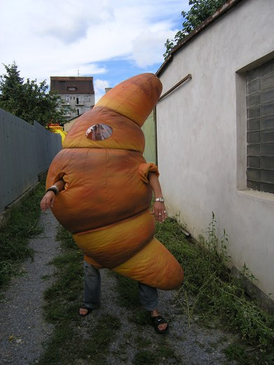 Inflatable costume Croisant